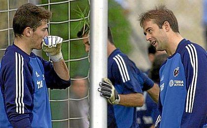 Casillas y Lopetegui, con la selección española en 2002.