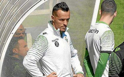 Kadir, durante un entrenamiento con el Betis hace dos temporadas.