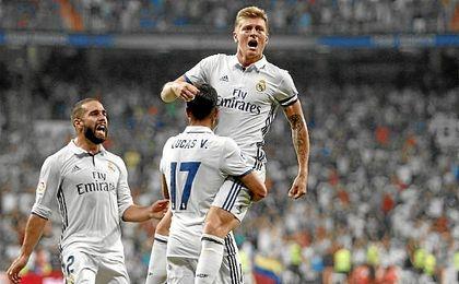 Kroos celebra su gol que dio el triunfo a los blancos.