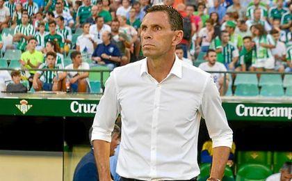 El charrúa ha debutado como entrenador del Betis en el Villamarín.