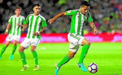 El ex del Corinthians entregó con acierto 61 balones de los 62 que intentó, casi un 100%.