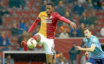 Ryan Donk, durante un partido con el Galatasaray.
