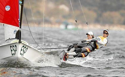 Equipo español de vela en una regata de Río 2016.