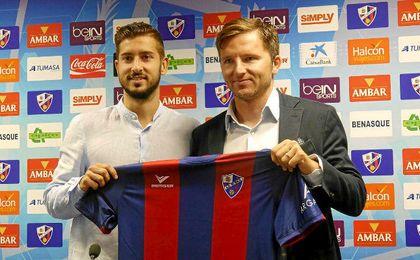Vadillo en su presentación con el Huesca.