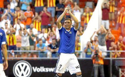 En la imagen, Joaquín saluda a la afición valencianista en su regreso a Mestalla el pasado curso.
