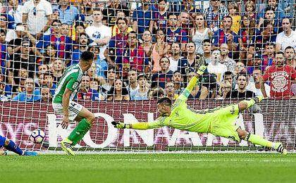 Antonio Adán fue quien tuvo más trabajo en el duelo contra el Barcelona.