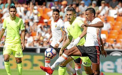 Lance del partido de Mestalla entre el Valencia y el Betis.