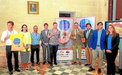 El alcalde de Sevilla, Juan Espadas, y el delegado de Deportes, David Guevara, presentaron ayer la XXVIII edici�n de la Nocturna.