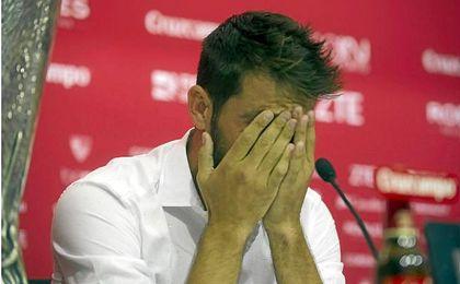 Coke entre lágrimas en su despedida.