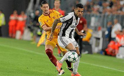 Dani Alves, en un lance del partido contra el Sevilla.
