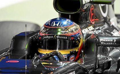 Fernando Alonso, antes del GP de F1 de Singapur en el circuito de Marina Bay.