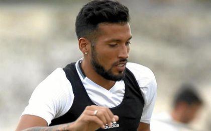La lesión del central argentino complica las opciones del técnico Pako Ayestarán.