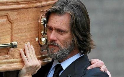 Jim Carrey portó el ataud en el entierro de la que era ya su exnovia.