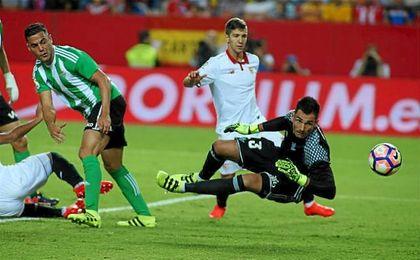 El portero verdiblanco, al igual que su entrenador, habló de los fallos arbitrales contra su equipo.