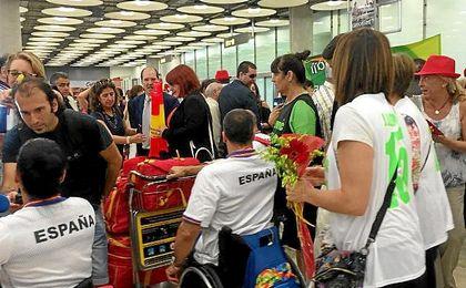 Los atletas paralímpicos, a su llegada a Madrid.