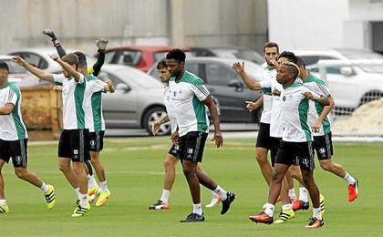 Rubén Castro no ha entrenado debido a unas molestias en el cuadríceps.