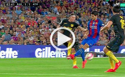Momento exacto de la ´plancha´ de Luis Suárez a Filipe Luis.