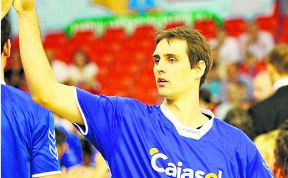Domen Lorbek regresa a la capital hispalense para sustituir al lesionado Marc García.
