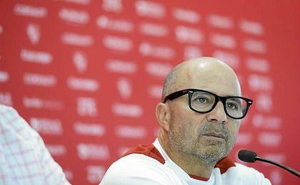 """""""No analizo las críticas, sólo trabajo para un Sevilla mejor""""."""