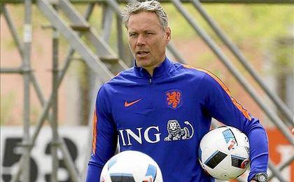Su �ltimo trabajo fue el de seleccionador de Holanda.