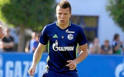 Konoplyanka, posando feliz el d�a de su presentaci�n con el Schalke 04.