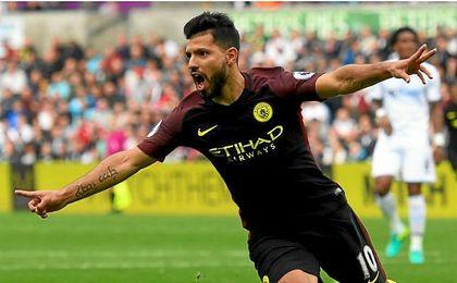 El �Kun� Ag�ero marc� dos tantos en la victoria del Manchester City, que sigue l�der en la Premier League.
