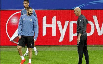 Ronaldo y Benzema se entrenan antes de medirse al Borussia Dortmund bajo la mirada de Zidane.