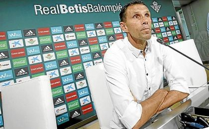 Gustavo Poyet, técnico del Betis.