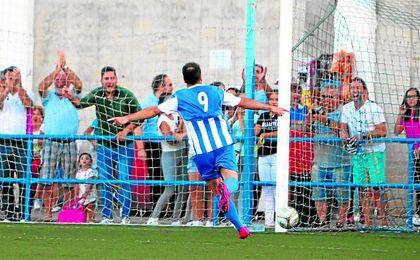 Del Valle, protagonista de la última jornada, hace ya vibrar al San Sebastián