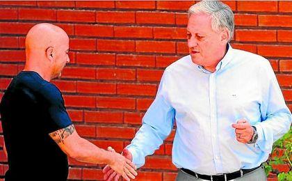 Sampaoli y Arturo Salah, presidente de la Federación Chilena.