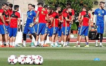 Adrián, junto al resto de los seleccionados, en una concentración de la Selección española.