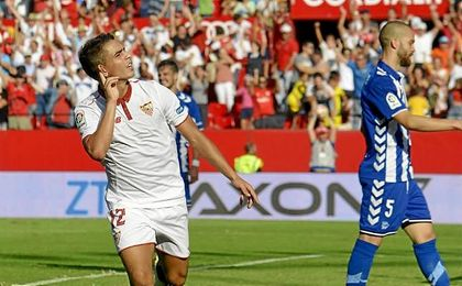 Wissam Ben Yedder anotó los dos goles del Sevilla ante el Alavés.
