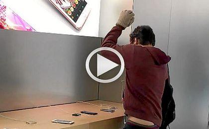 Un francés destroza una tienda Apple como protesta por el servicio técnico