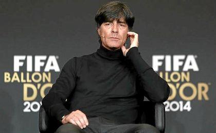 Low muestra su rechazo a un Mundial con 40 selecciones.