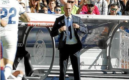 Zidane durante el duelo ante el Eibar.