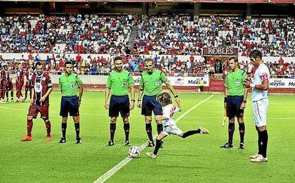 El hijo de Antonio Puerta hizo el saque de honor en la última edición de 2014.