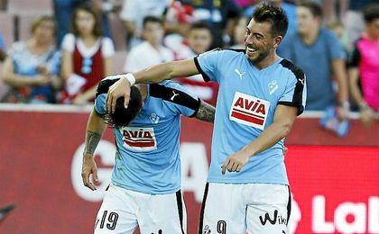 Los jugadores del Eibar Luna y Enrich se han visto envueltos en polémica.