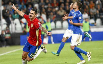 Vitolo, celebrando su gol con la ´Roja´.