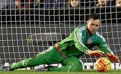 """Alves sobre su capacidad para detener penaltis: """"Desde pequeño siempre he tenido suerte, me sale naturalmente""""."""