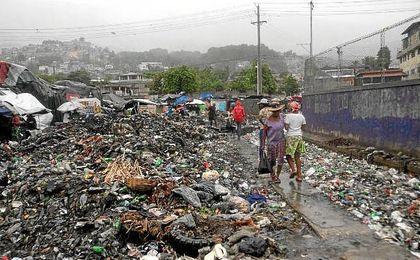 El huracán Matthew deja ya 283 muertos a su paso por Haití.