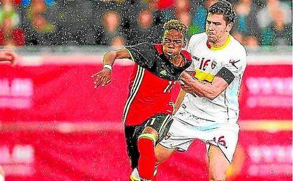 El verdiblanco provoc� varias faltas ante Montenegro.