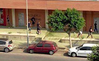 Aficionados radicales del Almer�a y del Levante intercambian palos y piedras