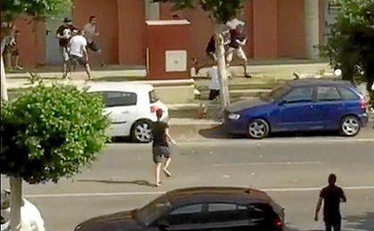 Imagen del altercado entre aficionados del Almería y el Levante.