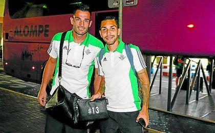 Adán y Petros espera una revisión de su contrato.