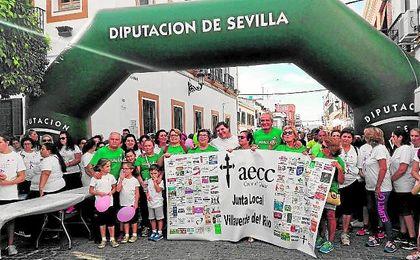 La marcha solidaria organizada en Villaverde del Río el pasado sábado convocó a centenares de personas.