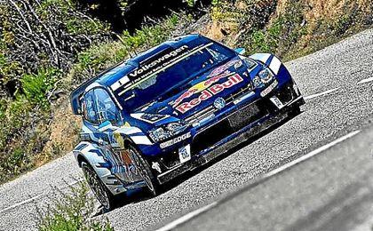 Sebastien Ogier, (Wolkswagen), durante un tramo del Rally de Cataluña.