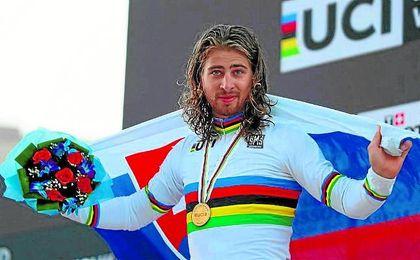 El eslovaco Peter Sagan volverá a lucir la próxima temporada el maillot arco iris de campeón del mundo.