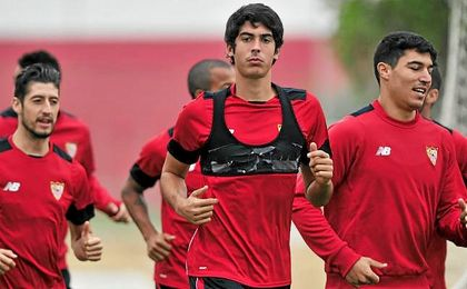 Carlos Fernández, durante un entrenamiento del Sevilla.