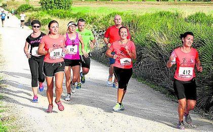 Distintos corredores durante la última edición de `Morón Corre´
