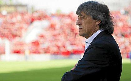 Enrique Martín, entrenador osasunista.